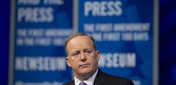 12.abr.2017 - Sean Spicer, porta-voz da Casa Branca, concede entrevista em Washington