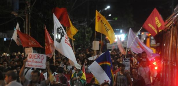 """Manifestantes pedem """"Fora, Temer!"""" em Recife - CHICO PEIXOTO/Estadão Conteúdo"""
