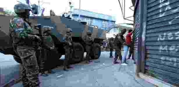 Forças Armadas fazem cerco à Cidade de Deus - Paulo Nicolella/Parceiro/Agência O Globo - Paulo Nicolella/Parceiro/Agência O Globo