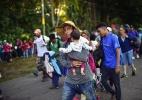 Caravana de migrantes tenta chegar aos EUA - PEDRO PARDO/AFP