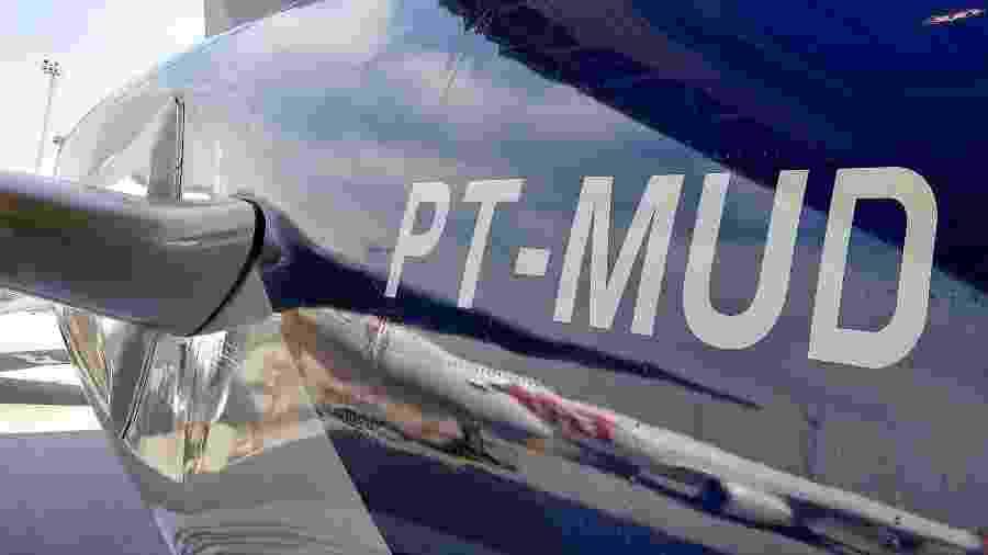 """""""Placa"""" de avião utiliza cinco letras - Vinícius Casagrande\UOL"""