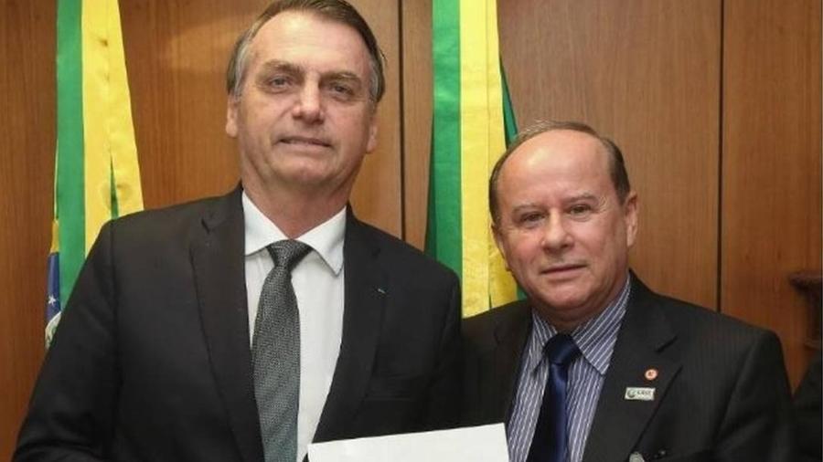 O presidente Jair Bolsonaro (esq.) e Benedito Guimarães Aguiar Neto, chefe da Capes - Marcos Correa/PR