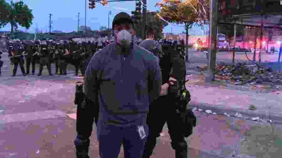 Omar Jimenez, da CNN, é detido - Reprodução/CNN