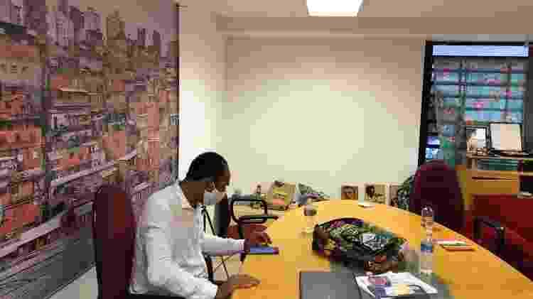 Gilson Rodrigues, líder comunitário de Paraisópolis e coordenador nacional do G10 Favelas, em sua sala no gabinete de crise da covid-19 na comunidade - Gabriela Sá Pessoa/UOL - Gabriela Sá Pessoa/UOL