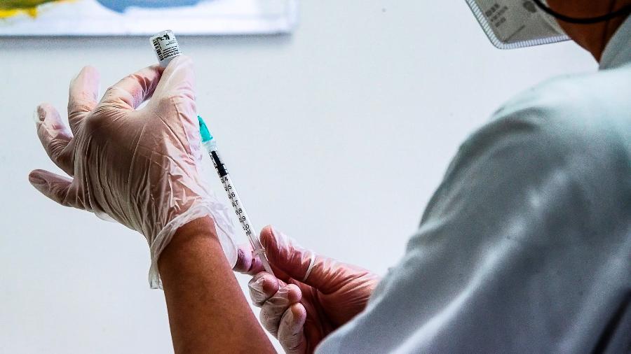 As doses do imunizante contra a covid-19 serão aplicadas em pessoas a partir dos 50 anos, segundo o Ministério da Saúde - EFE