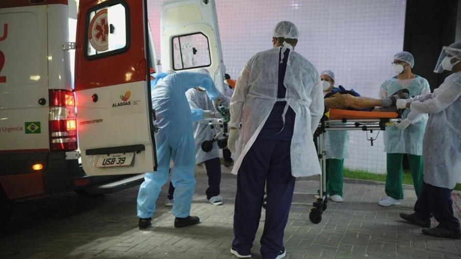 21 jan. 2021 - Pacientes chega em Maceió após ser transferida de Manaus, assolada por falta de oxigênio em hospitais - Catarina Magalhães/Governo de Alagoas