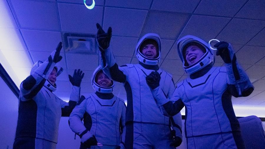 Tripulação da missão Inspiration4 antes de decolar ao espaço em foguete da SpaceX - Divulgação/SpaceX