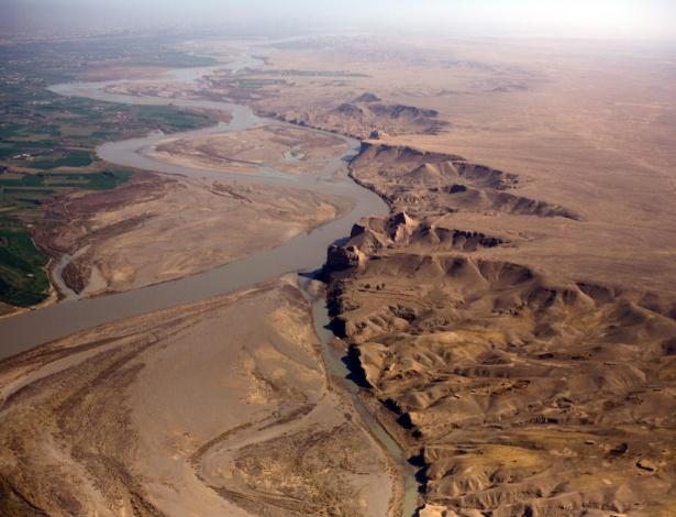 9.mar.2016 - Vale do rio Helmand, no Afeganistão, fonte de alento e resiliência para a cidade de Lashkar Gah, conhecida como Pequena América