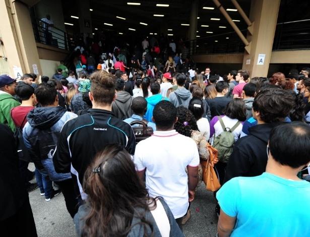 5.nov.2016 - Estudantes começam a entrar no campus da Uninove, no bairro da Barra Funda, local de prova do primeiro dia do Enem 2016 - Junior Lago/UOL