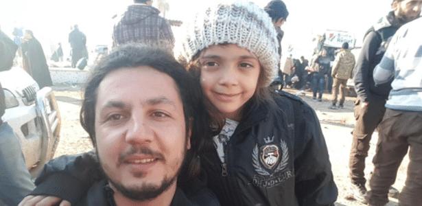 A menina Bana al Abed, conhecida por seus tuítes sobre o inferno diário de Aleppo, foi evacuada junto a sua família durante o cessar-fogo decretado na cidade síria