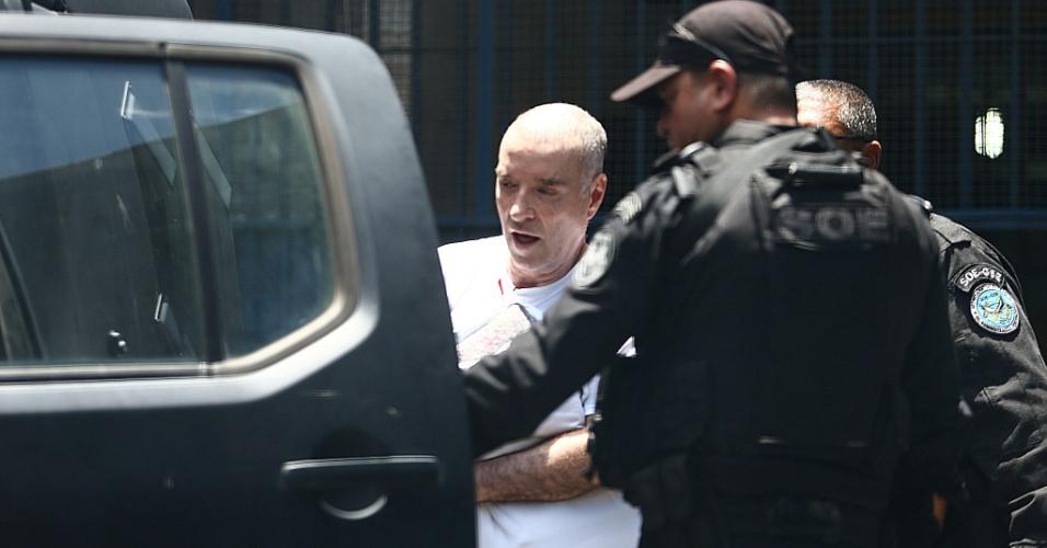 De cabeça raspada, o empresário Eike Batista deixa o presídio Ary Franco, na zona norte do Rio, com destino à Penitenciária Bandeira Stampa, localizada no Complexo Penitenciário de Gericinó, em Bangu