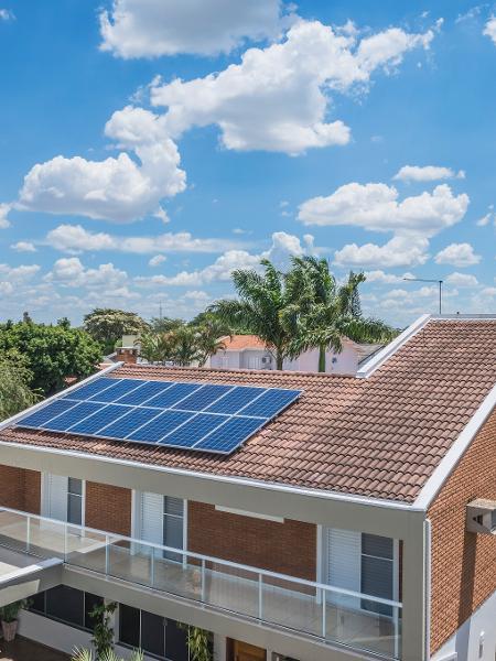 Sistema de energia solar em uma residência - Divulgação