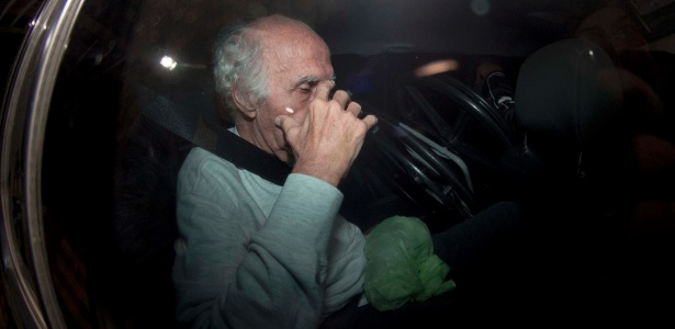 Roger Abdelmassih é visto deixando seu apartamento em viatura de polícia