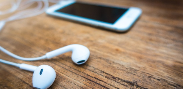 Resultado de imagem para fones de ouvido para celular com celular