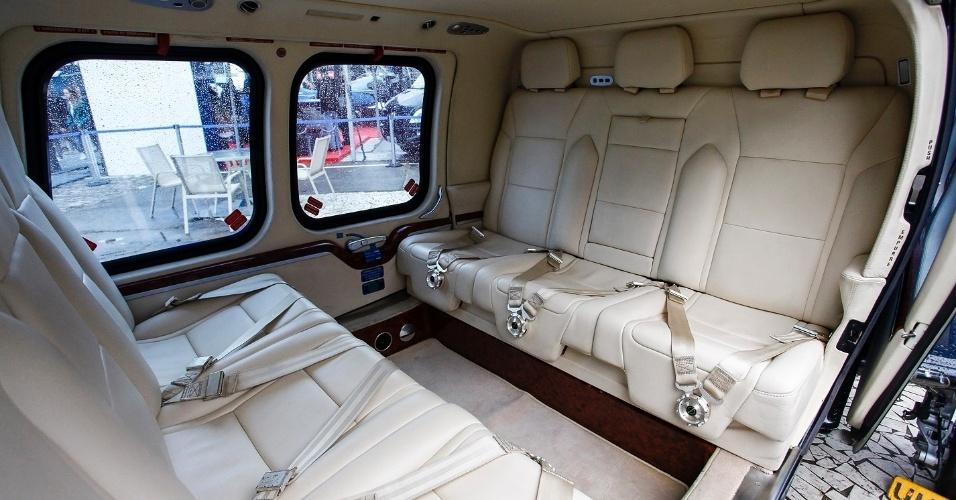 A cabine de passageiros do helicóptero AW109 tem capacidade para até seis passageiros