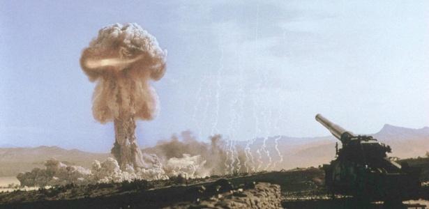 """Teste nuclear realizado pelos Estados Unidos em Nevada, em 25 de maio de 1953, conhecido como """"Grable"""""""