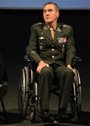 Desde o ano passado, quando assumiu enfrentar uma doença neuromotora degenerativa, Villas Bôas passou usar uma cadeira de rodas