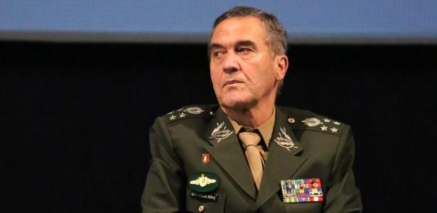 07.mar.2018 - General do Exército Eduardo Dias da Costa VIllas Boas sentado em cadeira de rodas