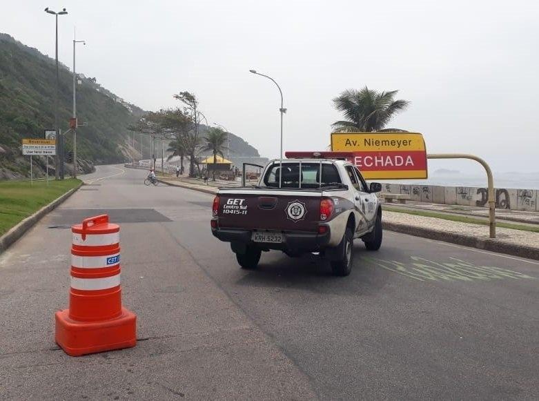 20.set.2018 - Confronto no Vidigal interdita Avenida Niemeyer nos dois sentidos