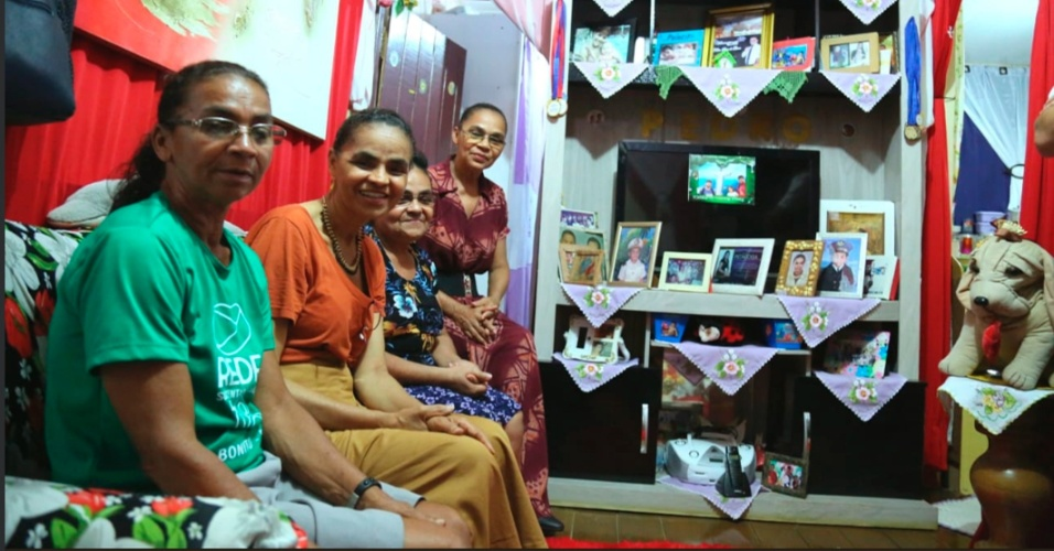 Em Rio Branco (AC), a candidata à Presidência da República Marina Silva (REDE), postou foto ao lado das irmãs Maria Jesus, Zeti e Lucia, à véspera das Eleições