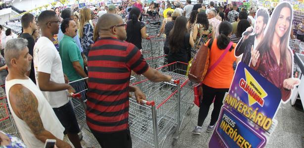 Guanabara faz anos | Briga, corrida e filas: 'black friday carioca' inspira memes