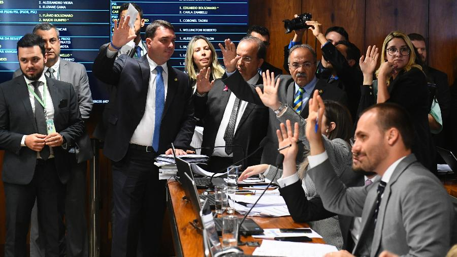 Bancada do PSL vota durante reunião da CPMI das Fake News - Marcos Oliveira/Agência Senado