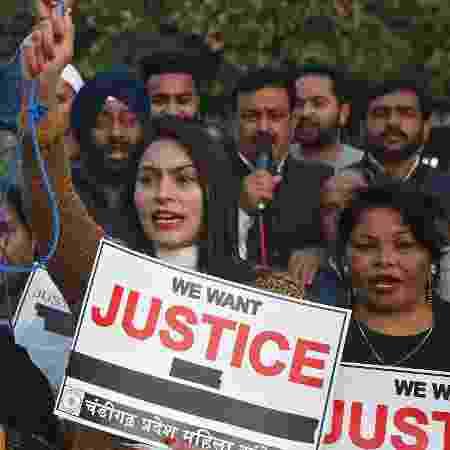 Indianas protestam contra casos de violência contra a mulher - Ajay Verma/Reuters