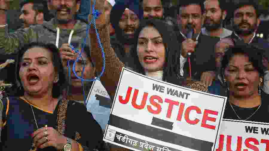Protesto contra o estupro e assassinato de uma mulher na Índia no início de dezembro; país tem recorrentes casos de abusos e feminicídios - Ajay Verma/Reuters