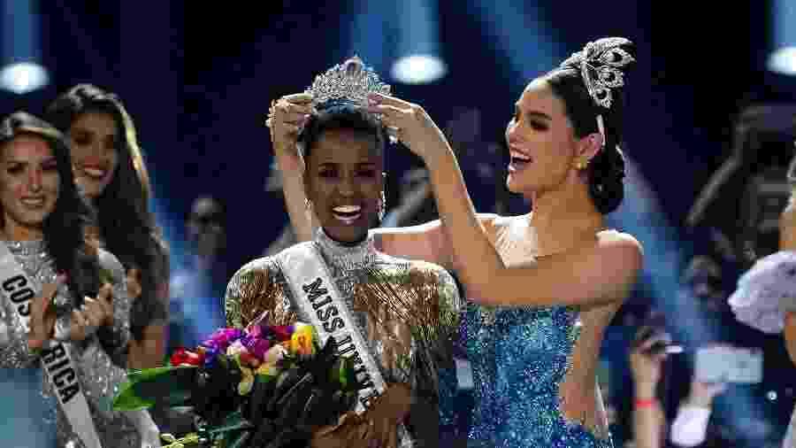 Zozibini Tunzi foi coroada nova Miss Universo ontem, durante evento em Atlanta  - Elijah Nouvelage / Reuters