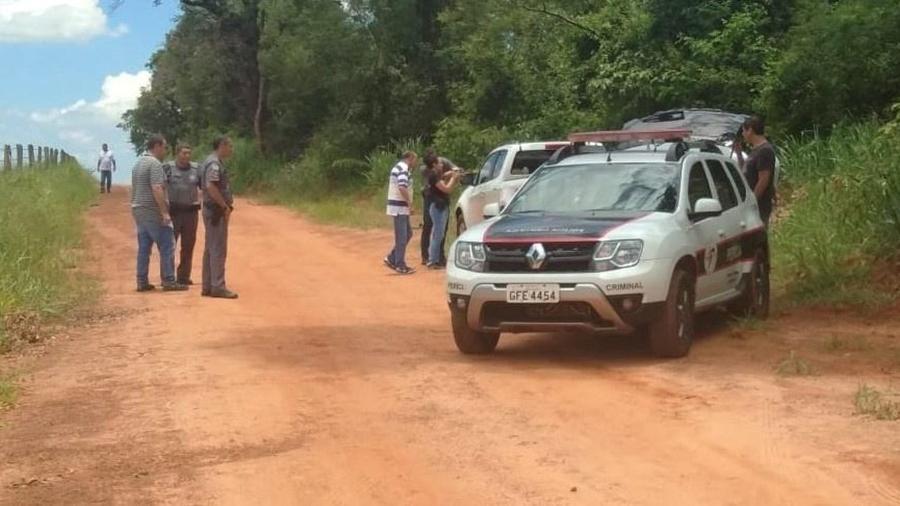 15.jan.2020 - A caminhonete do advogado foi encontrada em uma estrada de terra em Araçatuba, a 2 km de uma casa onde seu corpo foi deixado esquartejado - Marcelo Casagrande/UOL