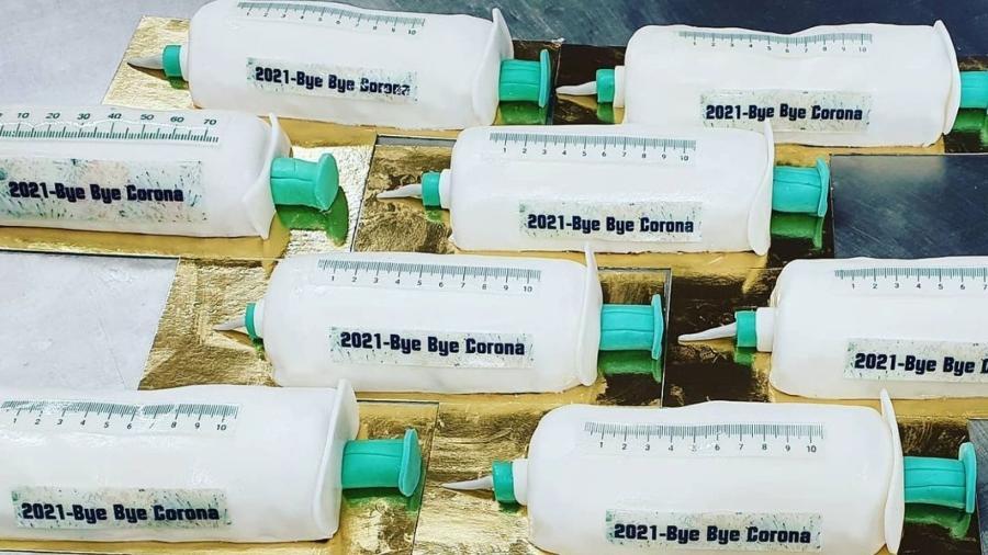 Padaria alemã lançou bolos no formato de vacinas da covid-19 - Reprodução/@schuerener_backparadies
