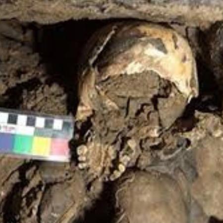 Arqueólogos descobriram como um crânio decapitado de uma mulher foi parar em uma caverna na Itália  - Divulgação/Belcastrol et.Al