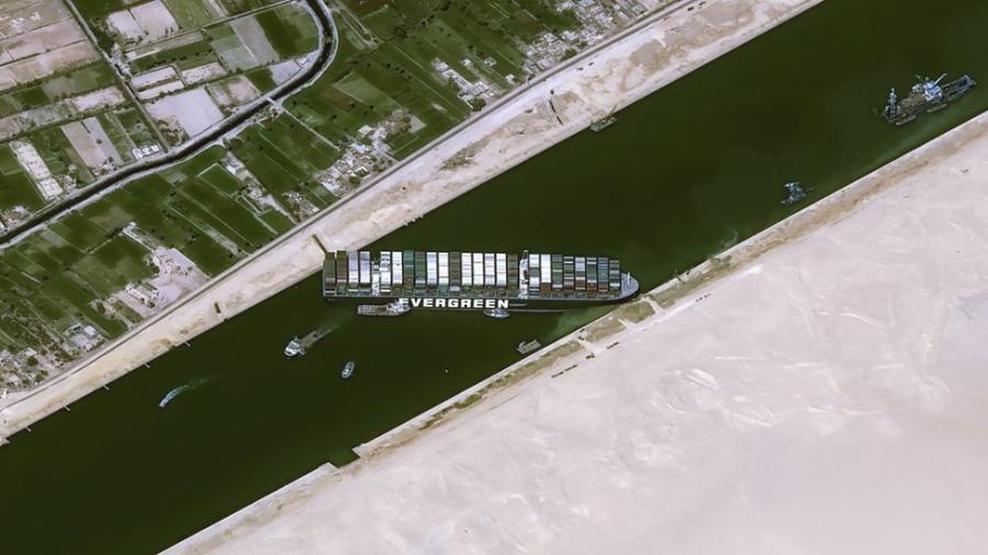 Navio gigantesco está impedindo o livre trânsito por uma das vias marítimas mais movimentadas do mundo - Cnes2021, Distribution AirBus DS