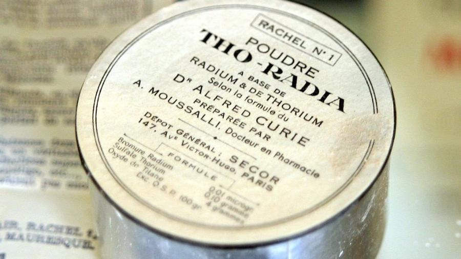 """O pó """"Tho-Radia"""", à base de rádio e tório, de acordo com a fórmula de Alfred Curie - Rama/Wikipedia"""