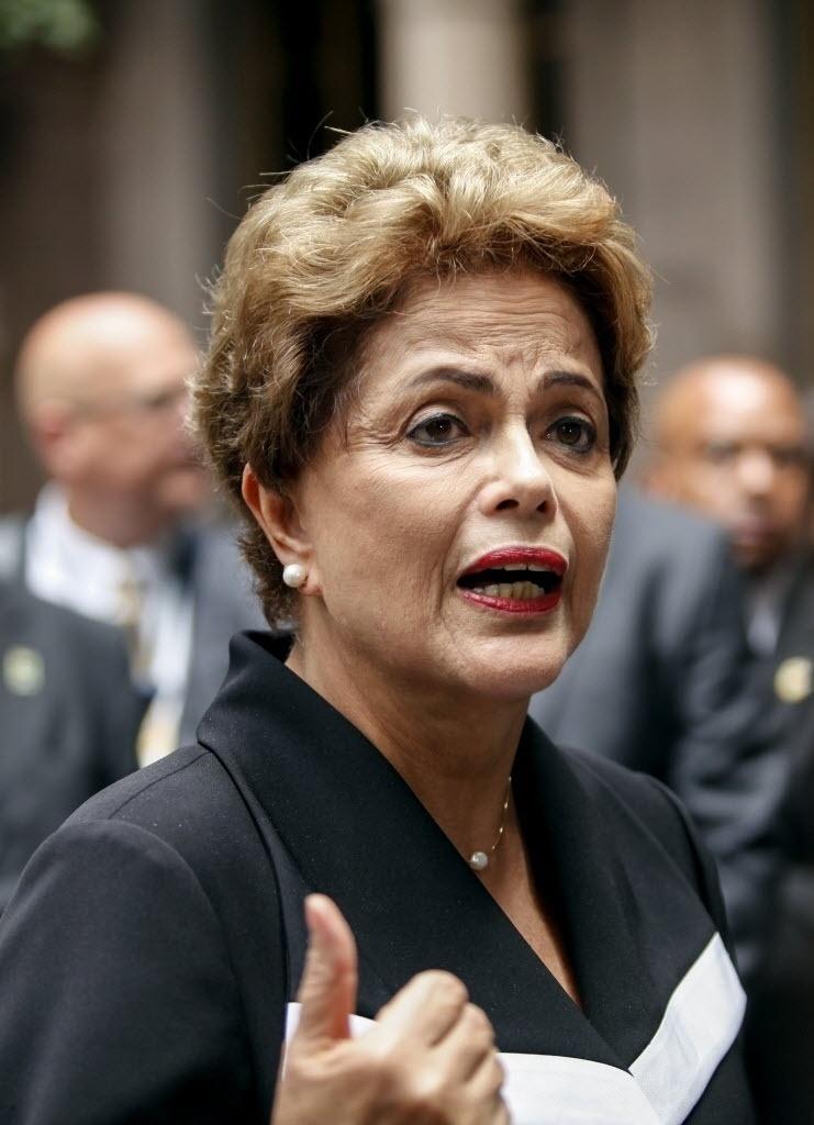 29.jun.2015 - A presidente Dilma Rousseff negou irregularidades em campanha durante coletiva de imprensa em frente ao New York Palace Hotel, nos Estados Unidos. Dilma chegou aos Estados Unidos no sábado (27) e tem um jantar com o presidente dos EUA, Barack Obama, agendado para esta segunda-feira (27). As conversas continuam na terça-feira (30), quando Dilma segue para a costa oeste do país