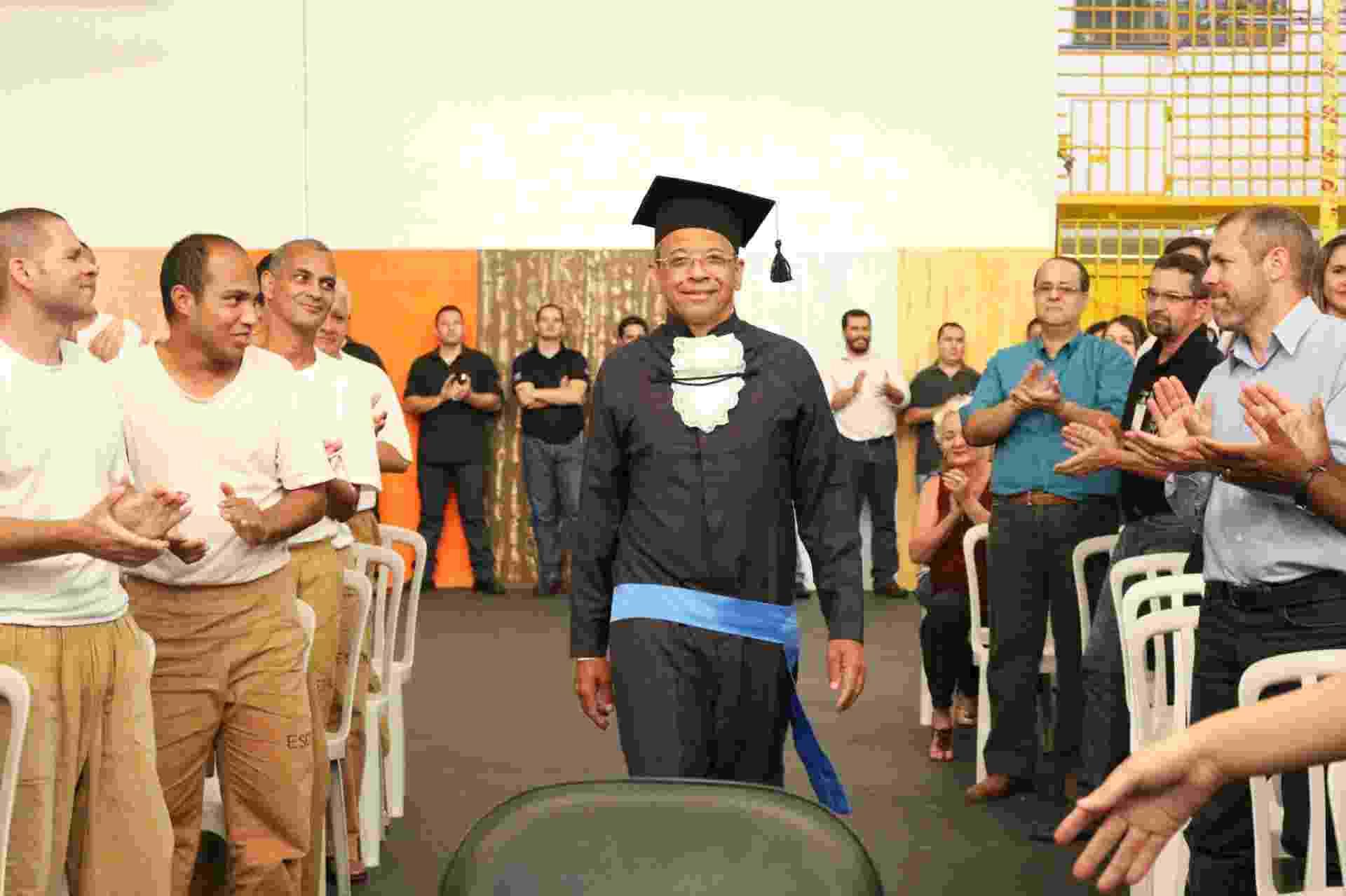 Preso Venilton Leonardo Vinci em Serra Azul é o primeiro de SP a obter ensino superior dentro da cadeia - Divulgação/ Claretiano