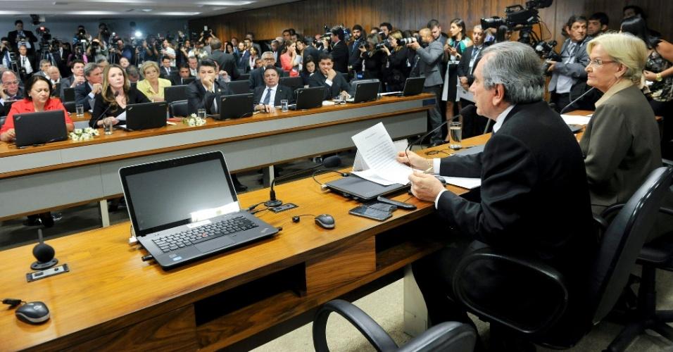 26.abr.2016 - O senador Raimundo Lira (PMDB-PB) abre trabalhos da comissão especial de impeachment que analisa o afastamento da presidente Dilma Rousseff