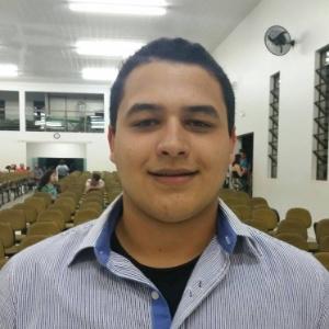 Aluno de escola pública, Henrique Ferreira Vaz, 17, derrotou 18 mil candidatos para uma vaga em Yale - Arquivo pessoal / Facebook