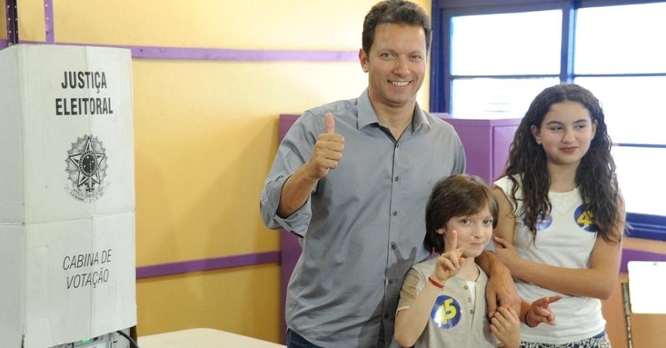 30.out.2016 - O candidato à prefeitura de Porto Alegre Nelson Marchezan Júnior (PSDB) votou na Escola Estadual Duque de Caxias, no bairro Azenha