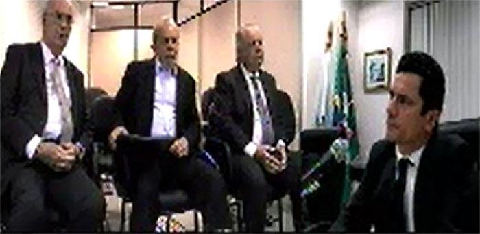 30.nov.2016 - Pela primeira vez, o ex-presidente Luiz Inácio Lula da Silva e o juiz federal Sérgio Moro, responsável pelas ações da Operação Lava Jato na primeira instância, estiveram