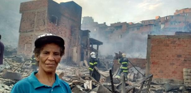 Maria Conceição Souza, 40, morava havia cinco anos na casa, feita de madeira, e não conseguiu levar nada durante o incêndio