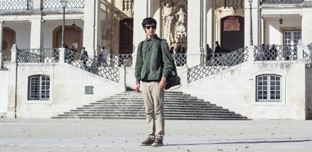 Tom Barreto, 21, em frente à Universidade de Coimbra, onde entrou com a nota do Enem - Arquivo pessoal