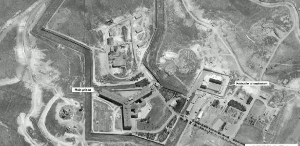 15.mai.2017 - Imagem de satélite do complexo de Sednaya, próximo a Damasco, na Síria, com o prédio principal e o provável crematório