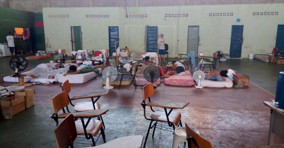 Sessenta presos da Casa de Custódia Professor José Ribamar Leite, em Teresina (PI) estão ocupando quartos individuais e a quadra de esportes, enquanto outros 976 ocupam celas superlotadas nos pavilhões
