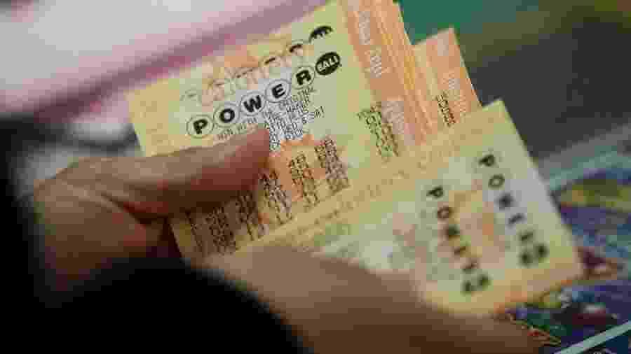 Stu MacDonald se recuperou do câncer por duas vezes e ganhou mais de R$ 18 milhões em uma loteria - Getty Images via BBC