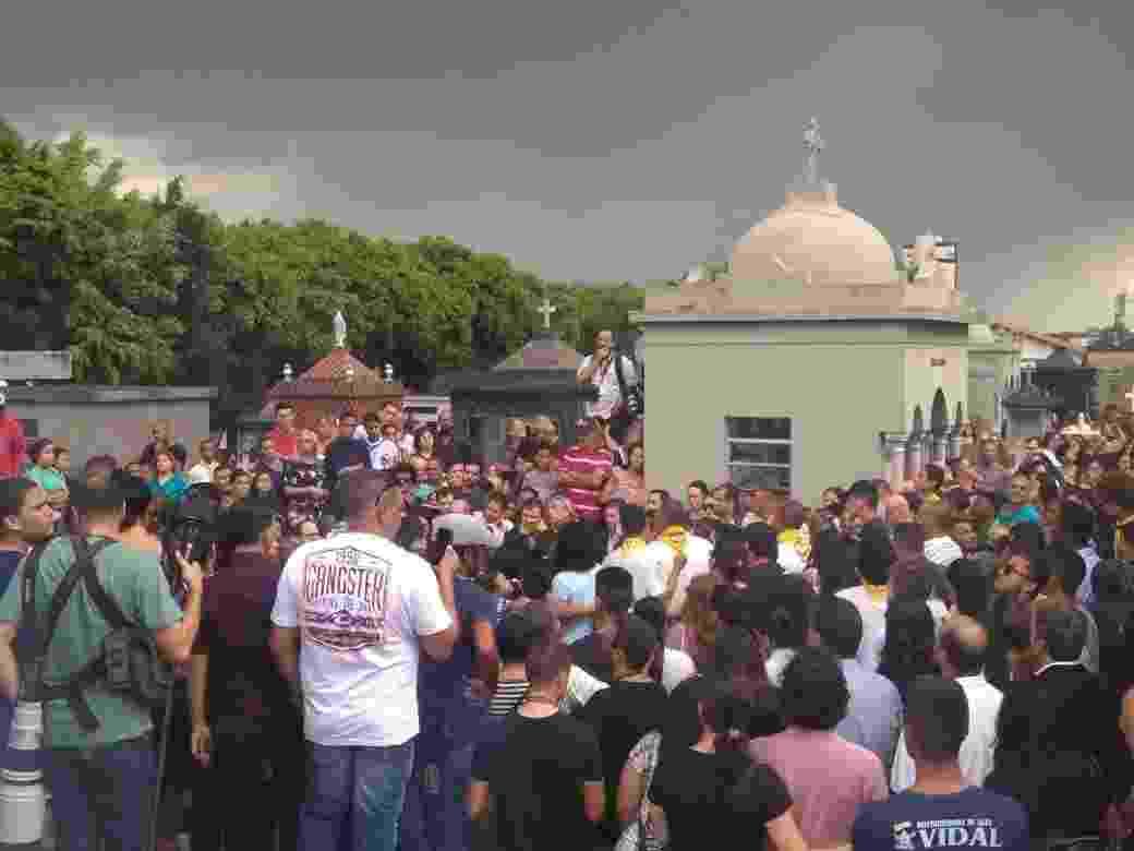 Samuel Melquiades Silva Oliveira, de 16 anos, é enterrado em Suzano - Bernardo Barbosa/UOL