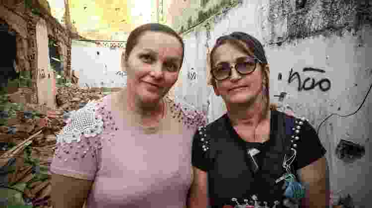 Moradoras Josélia Rolim e Sonia Santos em frente a casa destruída na favela Guaicuri - Wellington Ramalhoso/UOL - Wellington Ramalhoso/UOL