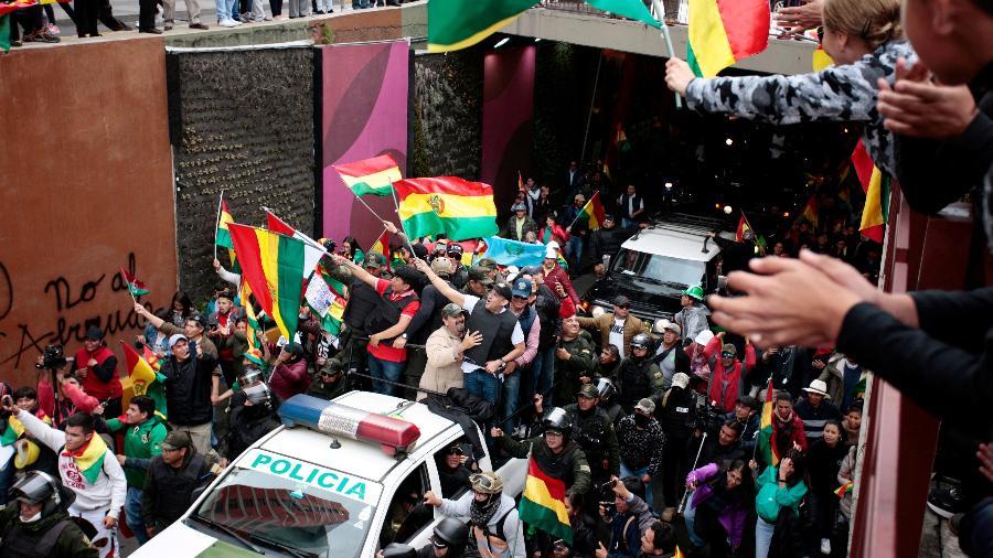 Bolivianos enchem as ruas de La Paz após a renúncia do presidente Evo Morales e sua equipe de governo - Reuters