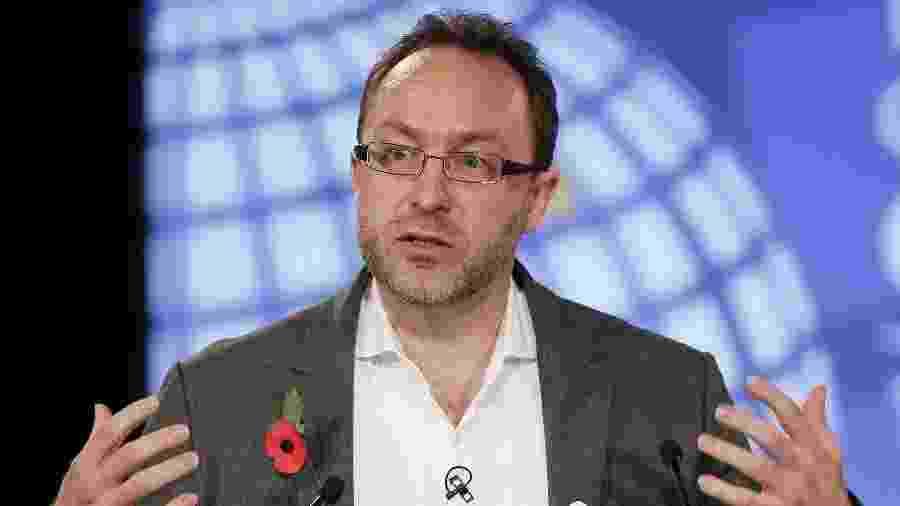 Jimmy Wales, cofundador da Wikipedia, transformou antigo site de notícias colaborativo em rede social - Kirsty Wigglesworth/Reuters