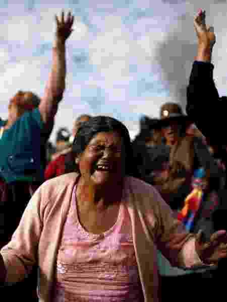 Os apoiadores do ex-presidente boliviano Evo Morales lamentam a morte de um homem que eles dizem ter sido morto pelas forças de segurança, em Sacaba, perto de Cochabamba - MARCO BELLO/REUTERS